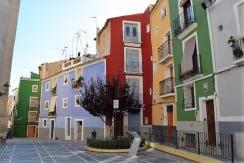Byhus med tre lägenheter i gamla Villajoyosa