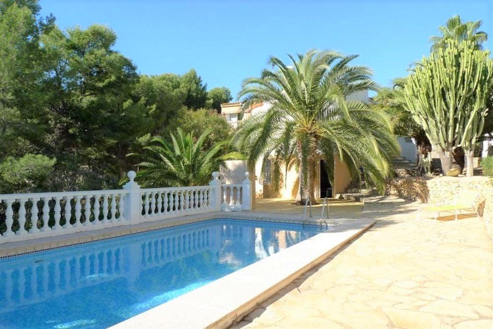 Villa med gästlägenhet i La Nucia